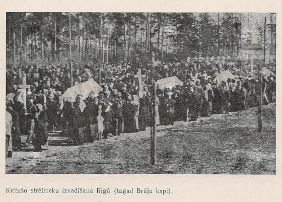 Kritušo strēlnieku uzvadīšana Rīgā (tagad Brāļu kapi)
