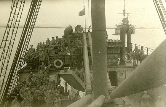 Imantas pulka karavīri ceļā uz mājām. 1920. gada marts.