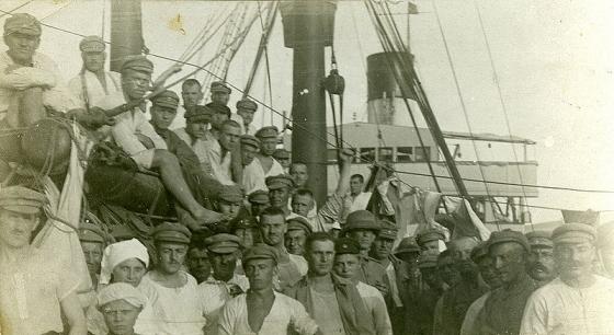 Imantas pulka karavīri ceļā uz mājām. 1920. gada vasara.