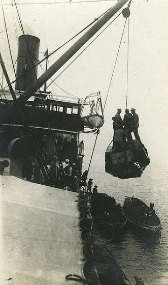 Imantas pulka karavīru iekāpšana kuģī. 1920. gada februāris