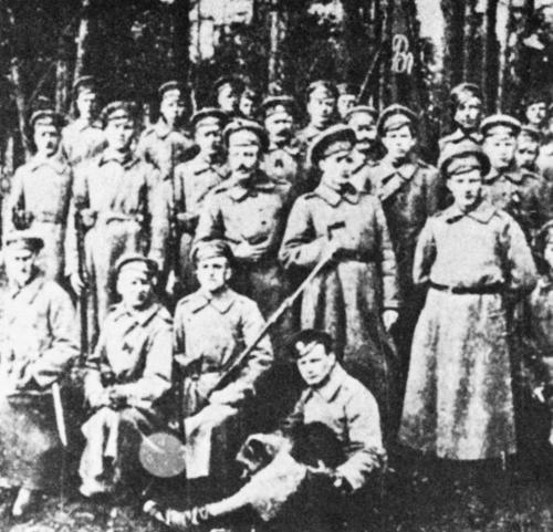 5. Zemgales latviešu strēlnieku pulka strēlnieki 1917. gadā pirms Rīgas atstāšanas.