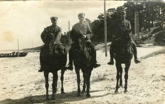 13-го (или бывшего 13-го..) Тукумского полка вахмистр и унтер-офицеры