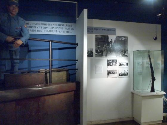 Экспозиция о Белых Латышских стрелках: фотографии и витрины. (8)