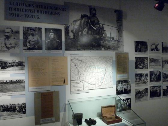 Экспозиция о Белых Латышских стрелках: фотографии и витрины. (7)