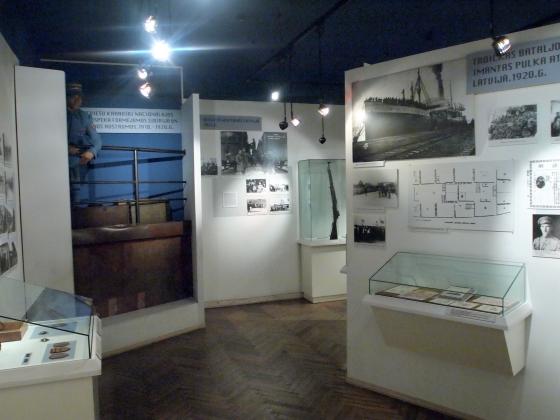 Экспозиция о Белых Латышских стрелках: фотографии и витрины. (6)