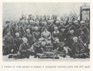 Вациетис среди стрелков 5-го Замгальского полка, 1917г.