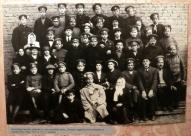 Провожающие и добровольцы во дворе театра Олимпия, Рига, 13 августа 1915 года,