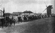 1-й латышский кавалерийский полк проходит через Чаплинку весной 1920 года