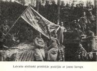 Латышские стрелки на передовой с флагом