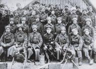 1.Daugavgrīvas bataljona strēlnieki pēc apbalvošanas ar Sv.Jura krustu 1915.gadā.