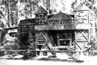 Vācu armijas nocietinājumi pie Ložmetējkalna ar Teitoņu ordeņa krustiem un uzrakstu Meža miers (Waldfrieden)