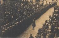 Ventspilī, iespējams foto tapis ap 1914.gadā un parāda jauniesaukto pavadīšanu Krievijas armijā.