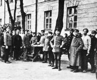Latviešu strēlnieki vācu gūstā Rīgas Citadelē 1917. g. septembrī.