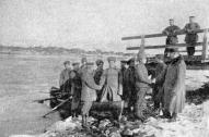 Krievu kareivju brāļošanās ar vāciešiem pie Daugavas 1917. g. marta revolūcijas sākumā, agrā pavasari.