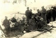 Latviešu strēlnieki Pirmā pasaules kara Ziemassvētku kaujās Tīreļpurva apkārtnē.