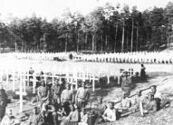Brāļu kapu apkopšana Rīgā 1916.-17. g. (Jāņa Glīzdenieka uzņēmums, K. Lobes kollekcija)