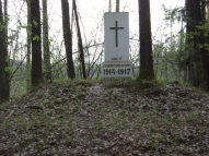 Золотая горка под Медуме (недалеко от Даугавпилса). Памятник воинам русской 5-й армии, погибшим в 1915-1917 г.г. при обороне Двинска (установлен в годы 1-й Латвийской республики).