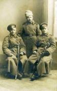 Latviešu strēlnieki (vidū Alfrēds Ķiris)_1915