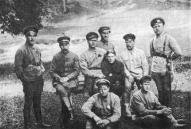 Группа командиров Витебского кавалерийского полка в 1918 году. Первым справа стоит командир полка А. Видзе