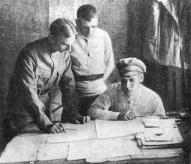 Командный состав Латышской стрелковой дивизии. Слева направо начальник штаба К. Шведе, комиссар Р. Апинис и начальник дивизии К. Стуцка.