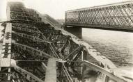 Полностью уничтоженный немецкими войсками железнодорожный мост в Риге, 1917