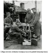 2.Rigas latviesu strelnieku bataljona karaviri pielade lozmeteju lentas