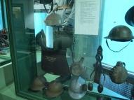 Каски кармий Антанты. Кираса бельгийская, вес 10 кг.